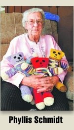 Phyllis Schmidt knits for Mother Bear